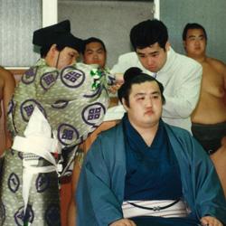 平成2年5月場所後相撲界を引退